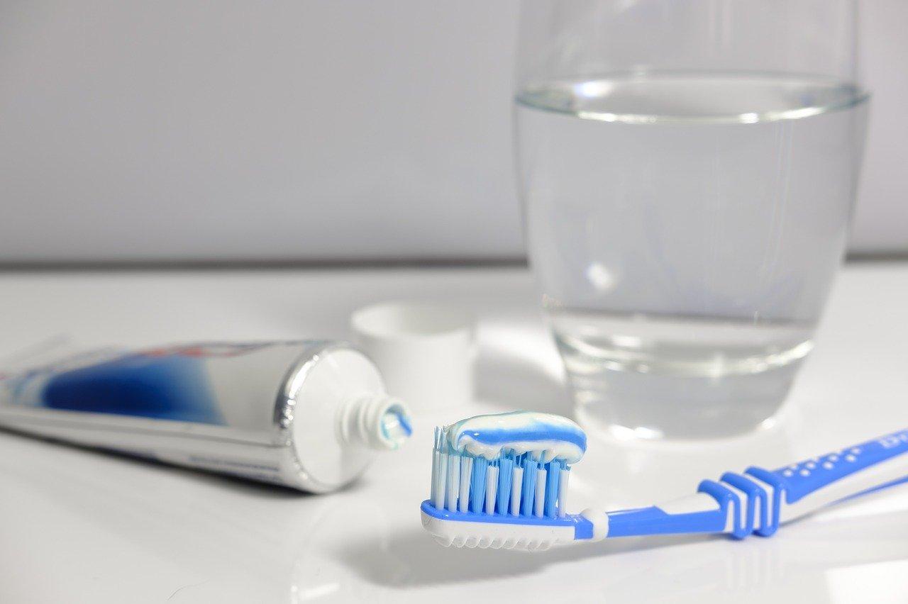 Przepisy na domowe płyny do płukania ust